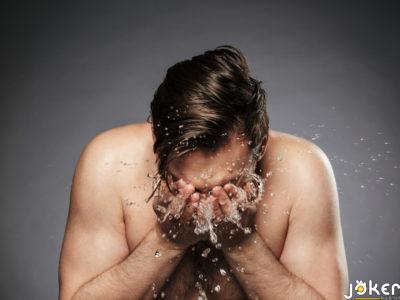 الاستحمام بالمياه الباردة أم الساخنة… أيهما الأصح؟